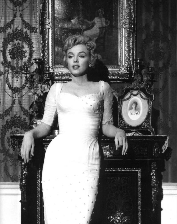 Marilyn_Monroe,_The_Prince_and_the_Showgirl,_1.jpg